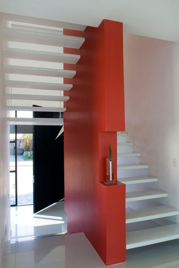 The black house for young couple casa mck digsdigs - Escaleras modernas interiores ...