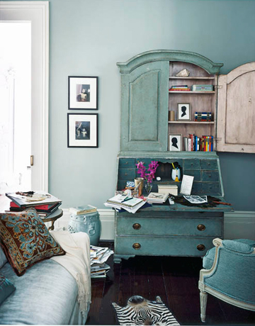 Blue And Green Bright Vintage Living Room