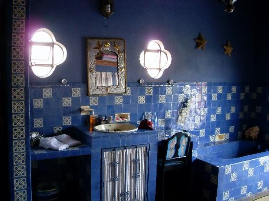 navy walls, bold blue mosiac tiles with a touch of gold for a Moroccan-themed bathroom