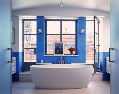bright blue tiles on the walls and pillar next to the tub add a bold touch to your bathroom