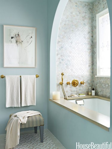 a serenity blue bathroom paired with marble tiles for a chic and refined combo