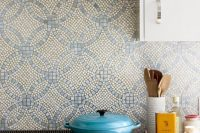 bold-mosaic-kitchen-backsplashes-to-get-inspired-22