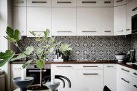 bold-mosaic-kitchen-backsplashes-to-get-inspired-24