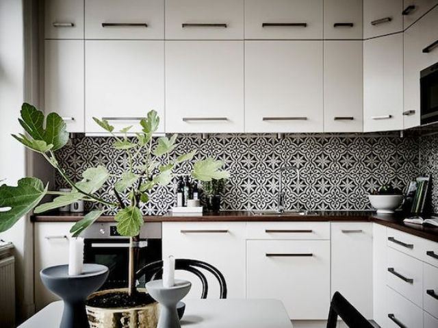 Bold Mosaic Kitchen Backsplashes To Get Inspired