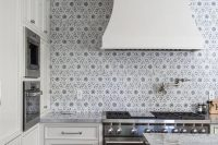bold-mosaic-kitchen-backsplashes-to-get-inspired-7