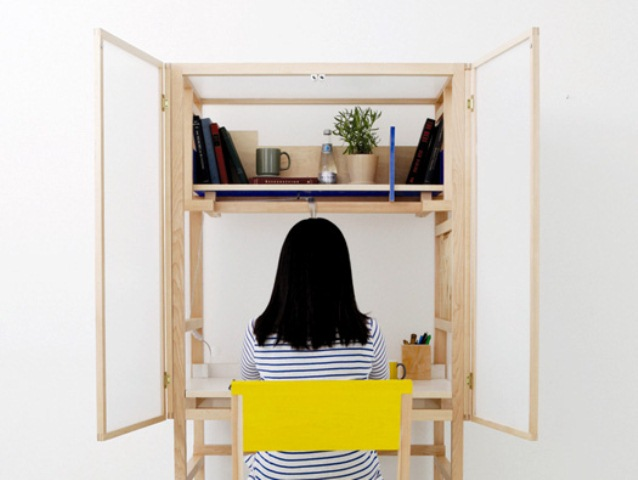 Border Desk To Keep Privacy While Working