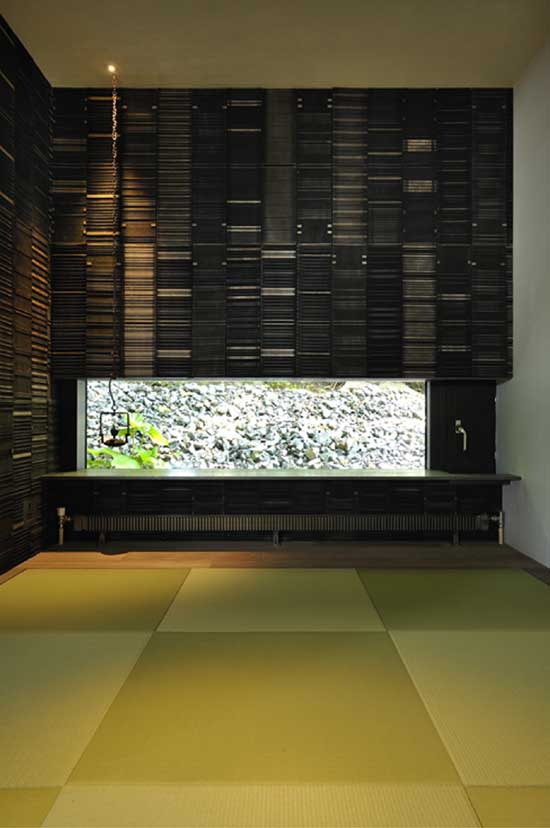 Contemporary japanese house design boukyo house digsdigs for Modern japanese house interior design