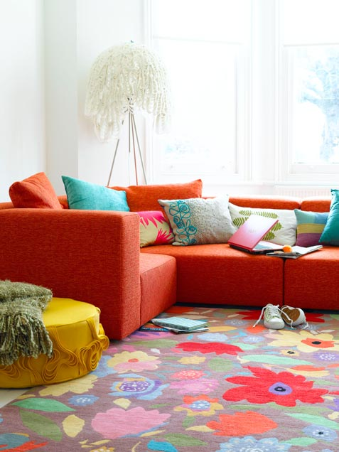 50 bright and colorful room design ideas digsdigs for Bright floral area rugs