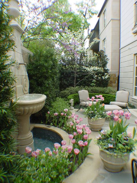 Gloria york 39 s blog 20 bright spring terrace and patio for Spring yard decorations