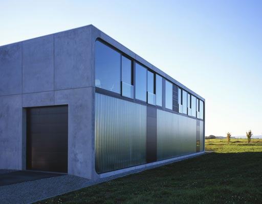 Bunker house made of prefab concrete blocks haus bold digsdigs for Prefabricated concrete homes designs