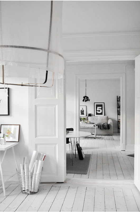 Calm And Casual House In White And Light Grey