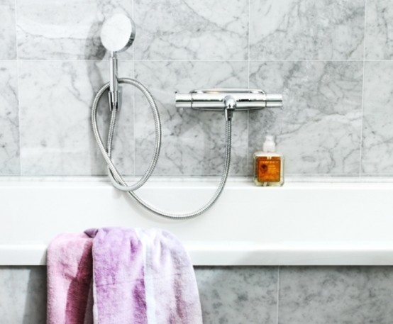 Calm And Cozy Bathroom Design Of Barious Tints Of Marble