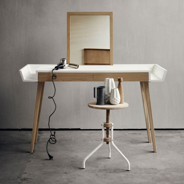 Casual Makeup Table And Desk In One
