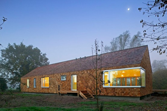 Prefab Country Cedar House by Hudson Architects