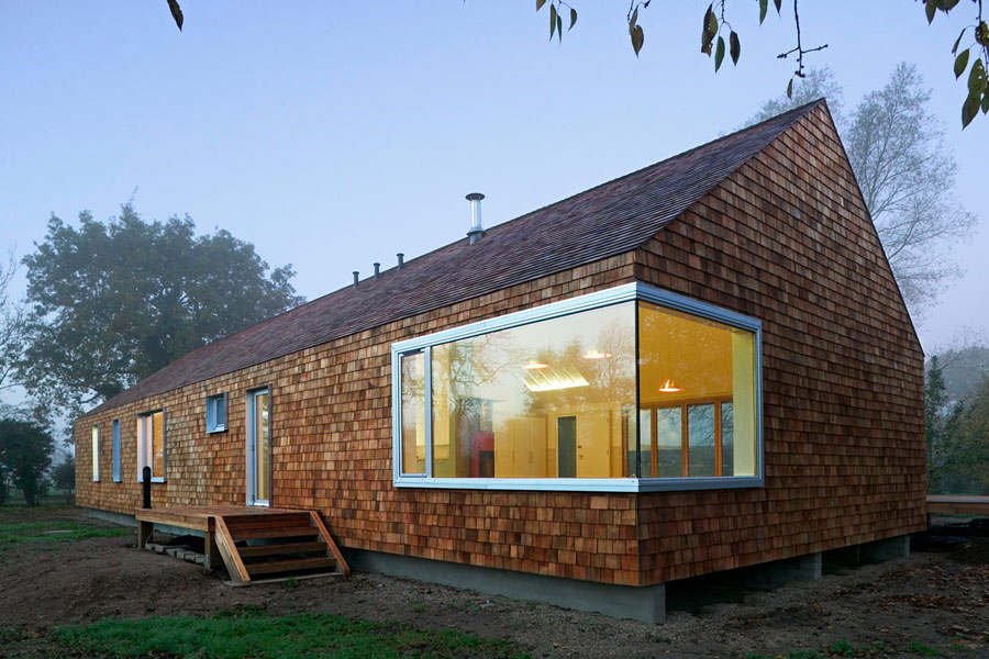 Prefab country cedar house by hudson architects digsdigs for Architect designed modular homes
