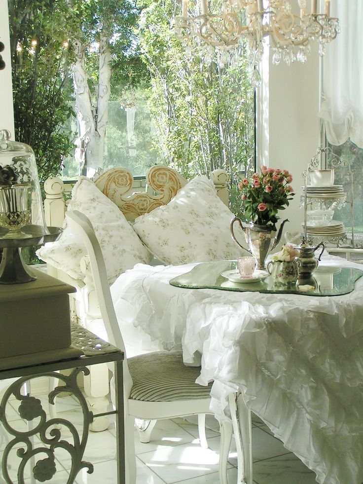 Charming And Inspiring Vintage Sunroom Decor Ideas