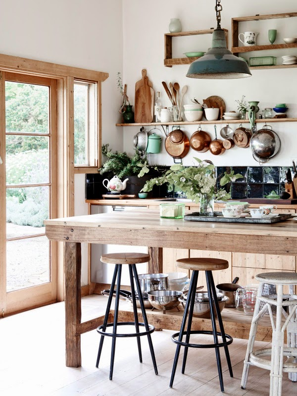 Charming Farmhouse With Shabby Chic And Rustic Touches