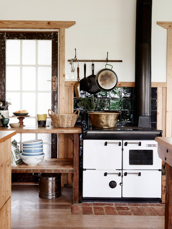 Charming farmhouse with shabby chic and rustic touches - Interior de casas de campo ...