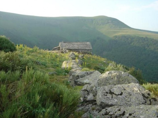 Charming Mountain Retreat Without Electricity Or Telephone