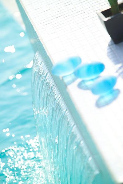 Charming Swimming Pool Fountain – PowerFall By Zodiac Pooclare