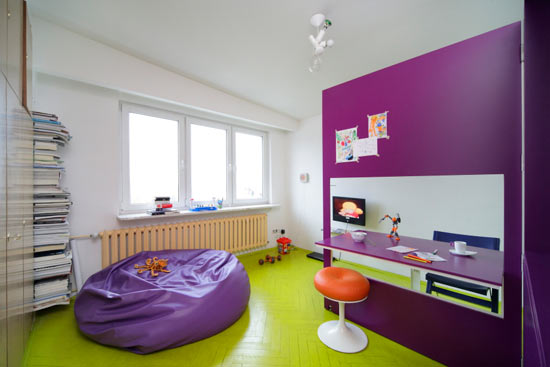 Cheerful interior design of a very small apartment digsdigs Very small apartment design
