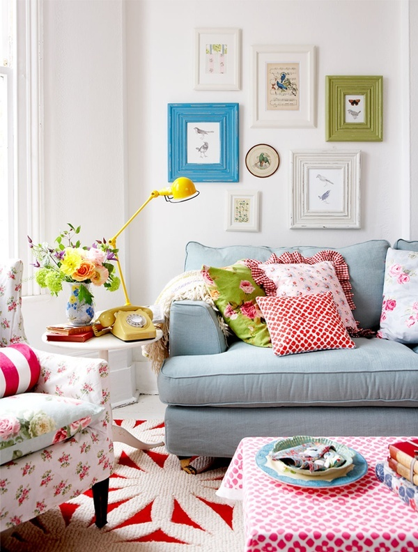 bright printed floral pillows and furniture, a bold gallery wall and rugs for a fun and bold summer living room