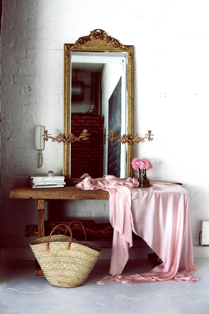 Picture Of chic and cute feminine entryway decor ideas  10