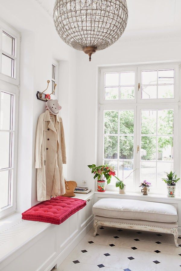Picture Of chic and cute feminine entryway decor ideas  15