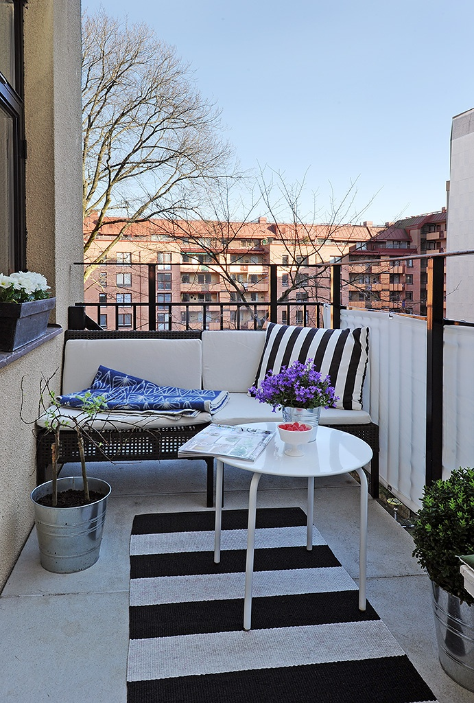 Chic Black And White Outdoor Spaces