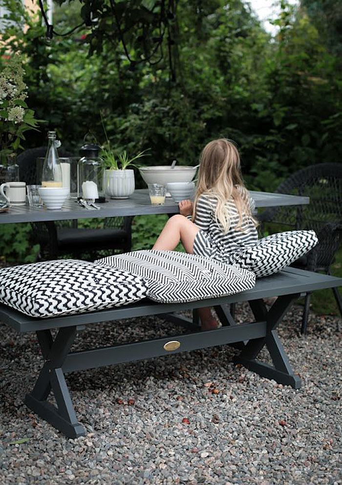 Chic black and white outdoor spaces 7