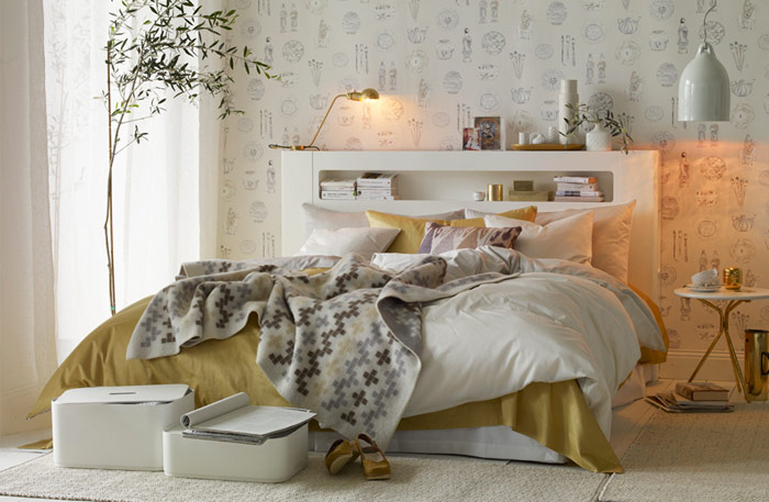 Chic gold and white bedroom design digsdigs - Gold bedroom ideas ...