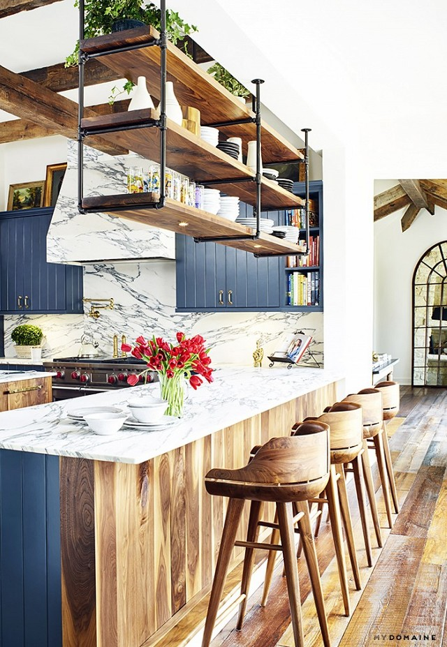 Chic kitchen design with industrial and rustic touches for Industrial style kitchen designs