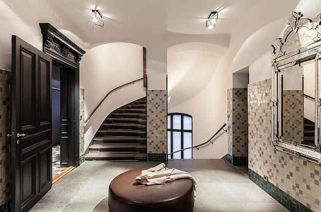 Chic Modern Apartment Of A Fashion Designer