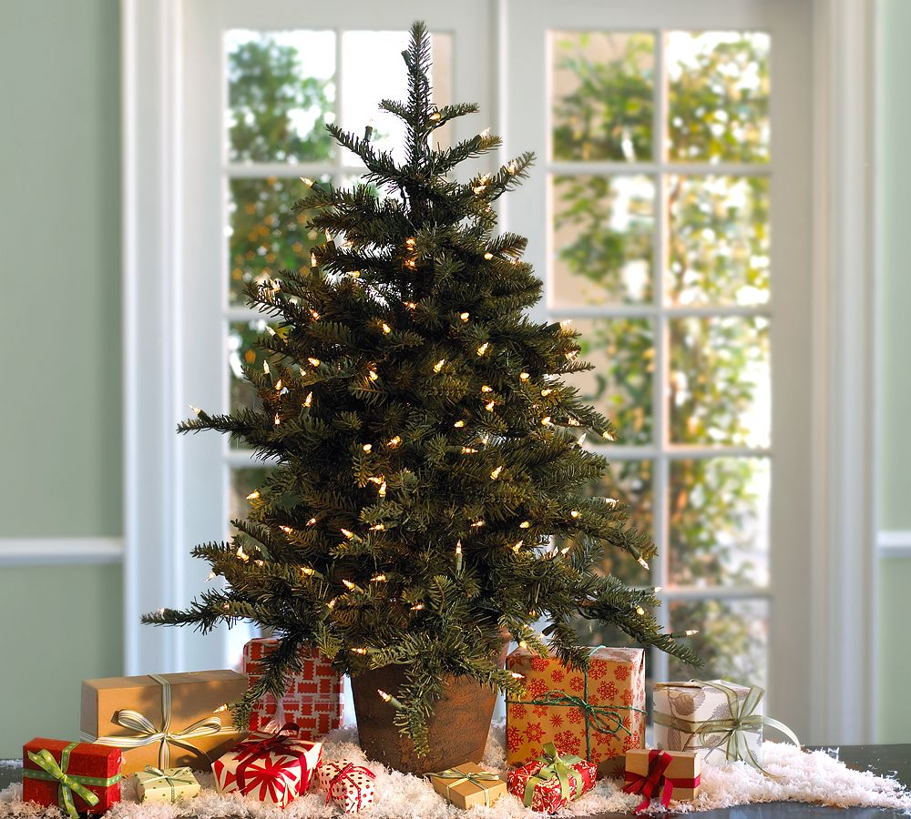 Holiday decorating 2010 by pottery barn digsdigs for Christmas tree lights decorating ideas