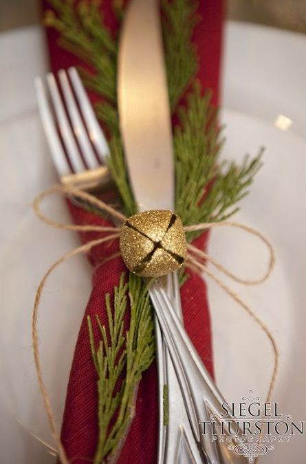35 christmas d cor ideas in traditional red and green Christmas table dressing