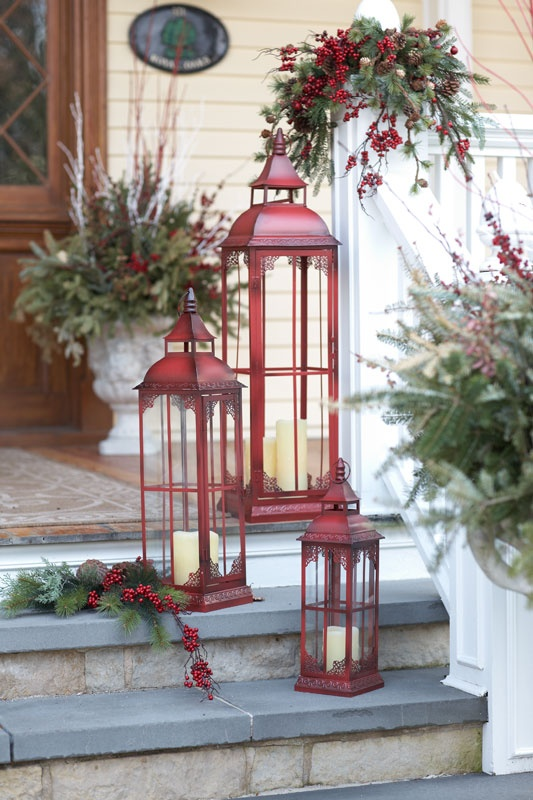 35 christmas d cor ideas in traditional red and green for Outdoor christmas lantern decorations