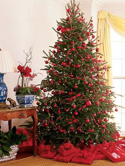 christmas home decor ideas in traditional red and green - Red And Green Christmas Decorations