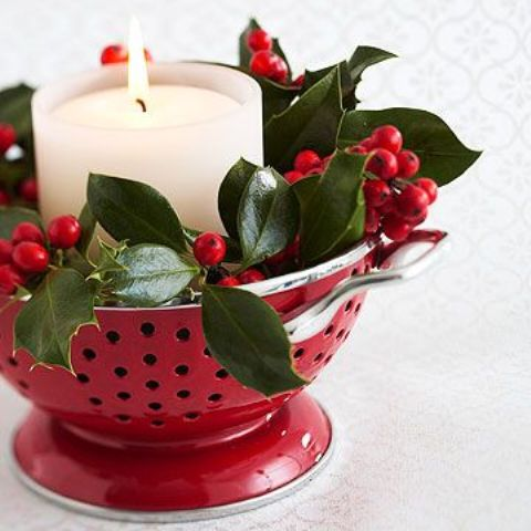Picture of christmas home decor ideas in traditional red for Red and green christmas decorations