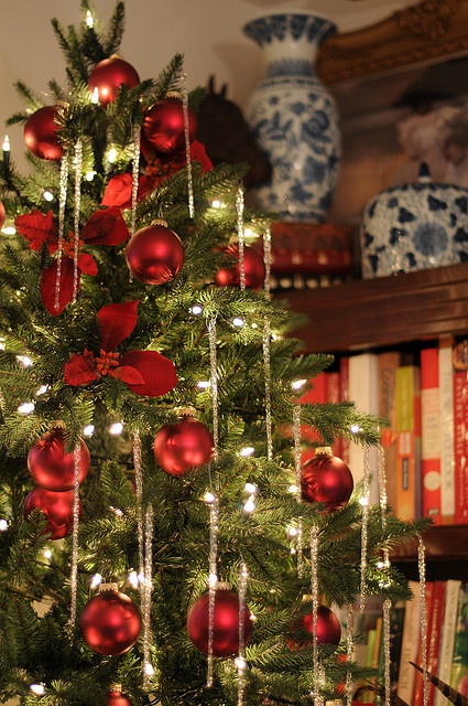 christmas home decor ideas in traditional red and green - Red Christmas Decorations