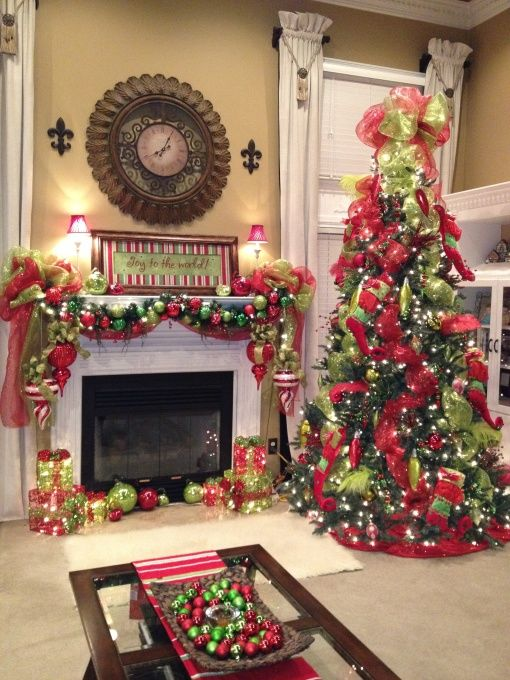 35 christmas d cor ideas in traditional red and green for How to decorate a fireplace for christmas