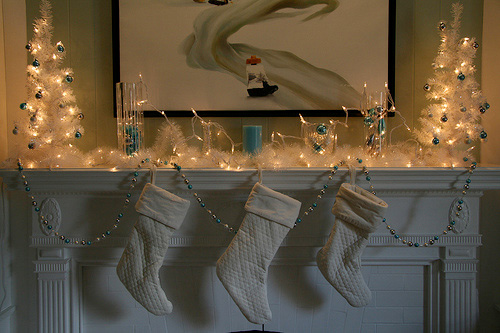 33 Mantel Christmas Decorations Ideas | DigsDigs
