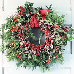 33 Holiday Wreaths Door Decor Ideas