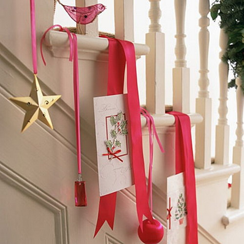 If you like simple and modern decor, try hanging small colorful decorations with simple shapes like balls and stars.