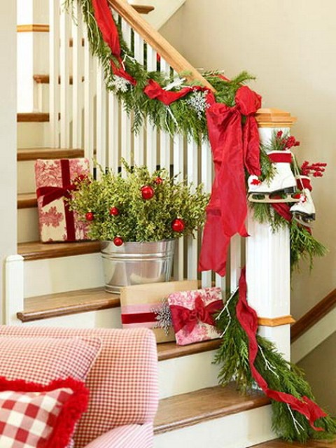 100 awesome christmas stairs decoration ideas digsdigs for Stair railing decorated for christmas