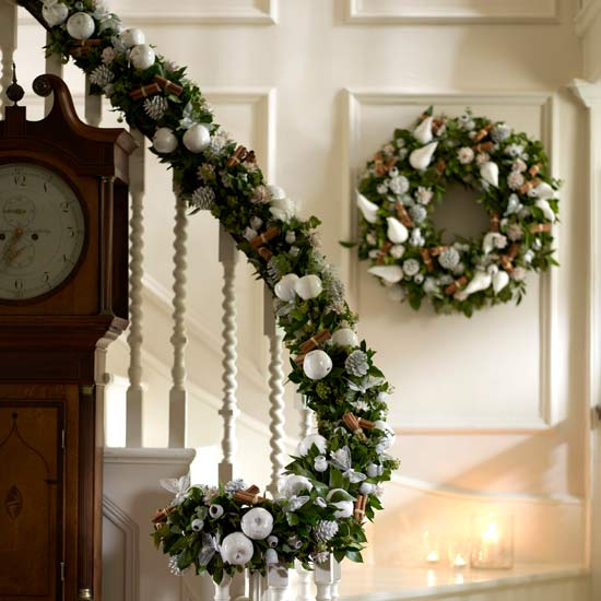 christmas stairs decoration ideas - Staircase Christmas Decorating Ideas