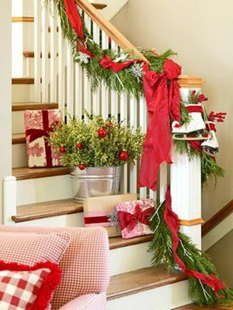 Christmas decoration on staircase : Awesome christmas stairs decoration ideas digsdigs