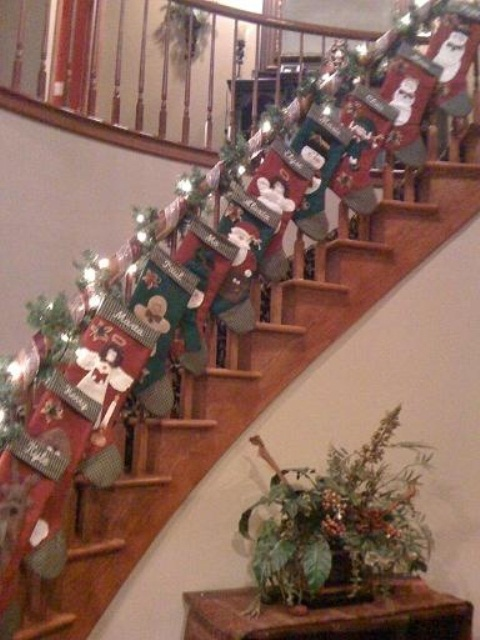 christmas-stairs-decoration-ideas-68