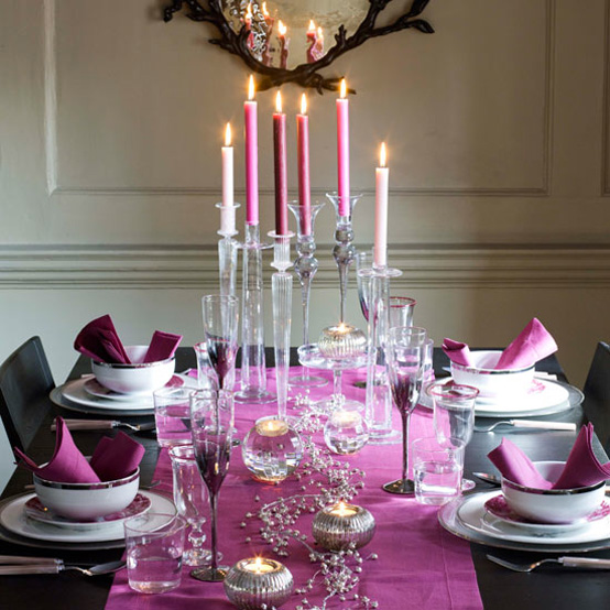 25 christmas table decorating ideas digsdigs - Dinner table decoration ideas ...