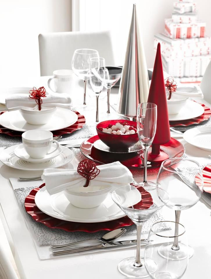 35 christmas table settings you gonna love digsdigs for Table noel rouge