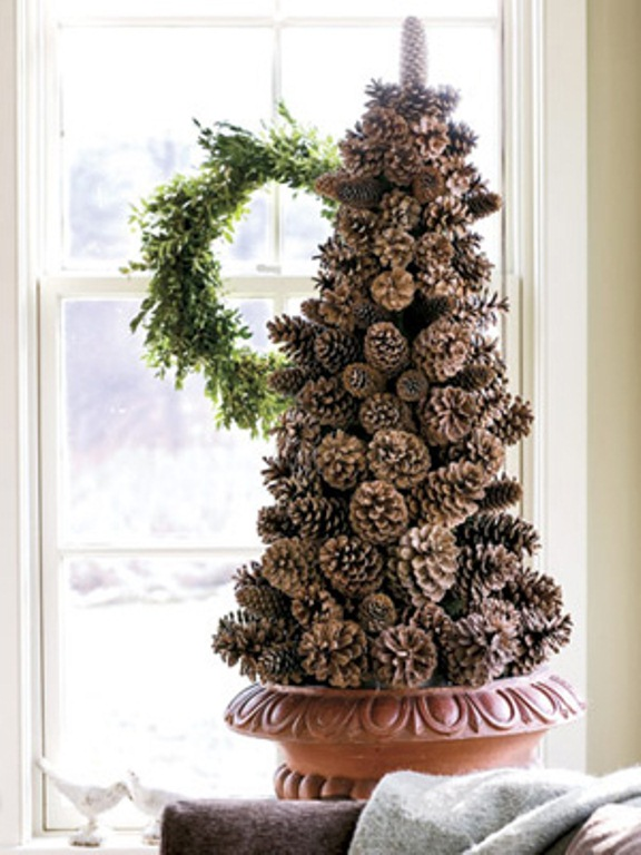 30 traditional and unusual christmas tree d cor ideas for Pine cone tree decorations